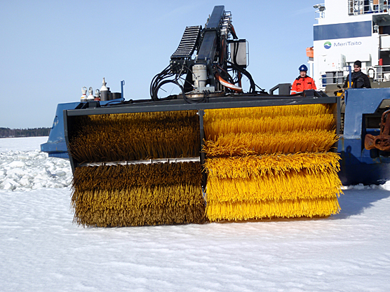 Oil spill response in ice conditions. Photo: Jouko Pirttijärvi SYKE