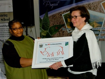 The Premier of the North West Province, Ms. Thandi Modise expressed her gratitude for good cooperation between South Africa and Finland to Päivi Halinen, Head of Nature Conservation of the Central Finland Centre for Economic Development, Transport and Environment.